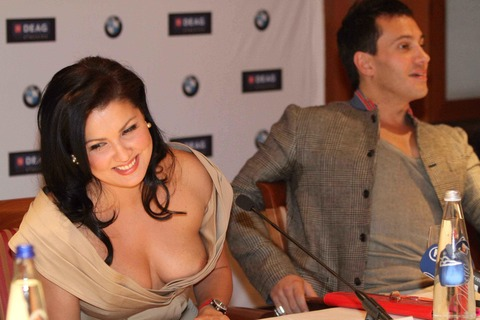 Anna-Netrebko-downblouse