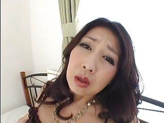 【Hなな言葉で熟女オナニー動画】むっちりといやらしいカラダした熟女人妻がエッチな言葉を連発しながらオナニーする
