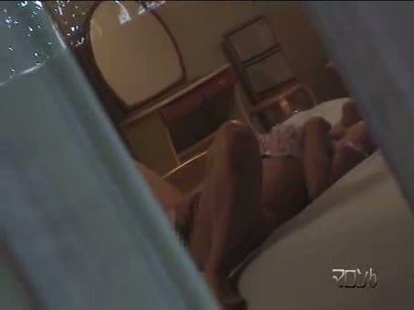 【足 ピン】素人の足ピンH無料動画。夕暮れにひっそりとオナニーする近所の素人妻を盗撮。オマンコを揉むような手マンで足ピンしながら絶頂ww