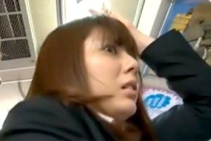 【巨乳・爆乳の潮ふき・オナニー動画】出勤中のバス内でセクハラ痴漢され声も出せずに耐え続ける巨乳美女【麻美ゆま】