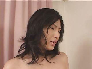 【潮ふき・オナニー動画】お母さんのH無料動画。【堺ちなみ】こんな綺麗なお母さんならハメたいのも頷ける!