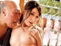 【潮ふき・オナニー動画】新井エリー…ガチで老人相手に性欲を全開になる変態介護師