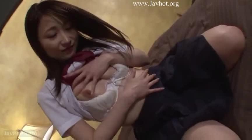 【女子校生 アナル】オマンコよりもアナルが気持ち良い制服女子校生。肛門に指を抜き差しするだけでは満足出来ずにアナルスティックを挿入し本気オナニー。