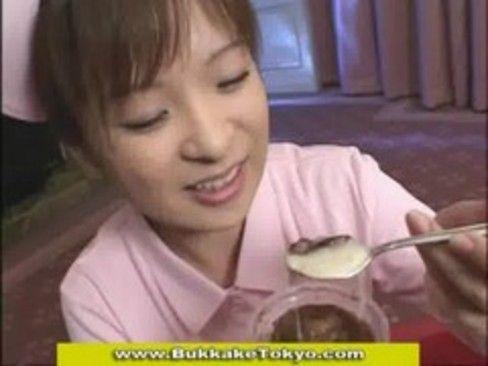 【コスプレの潮ふき・オナニー動画】ナース、ショコラのH無料動画。ザーメンをかけたショコラをおいしそうに食べる変態ナース