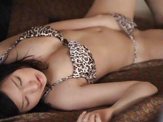 【お姉さんの潮ふき・オナニー動画】【小倉奈々】プールからあがった美巨乳おっぱいの美人お姉さんが立ったままオナニー!
