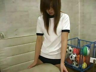 【潮吹き抜ける動画 天上】女子校生のオナニーH無料動画。女子校生のメチャクチャ可愛い女の子が色んな物を股間に擦り付けてオナニーをしています。