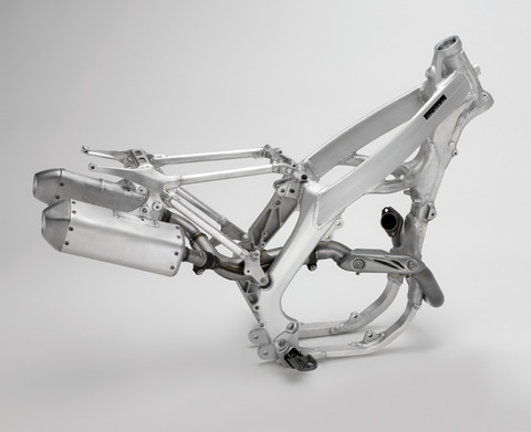13_CRF450R_frame_exhaust_LR