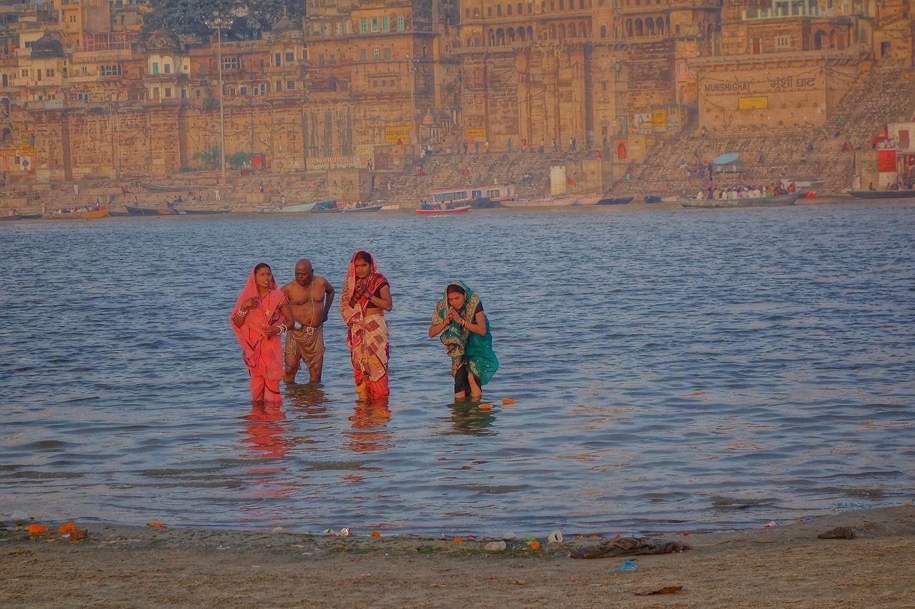 沐浴する女性たち