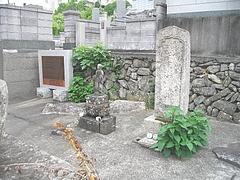一ノ瀬無縁塔02