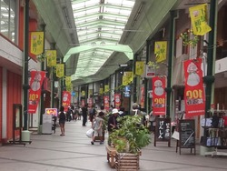 100円笑店街02