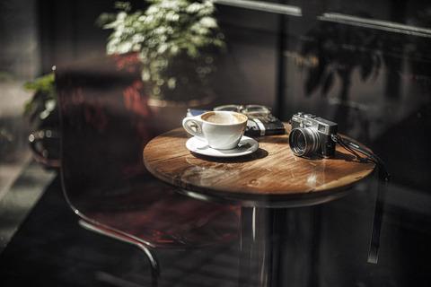 男「カフェとかで席取りするのってずるいよな」