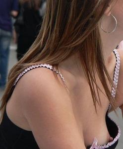 胸チラときどき乳首な女の子のエロエロ画像 part3