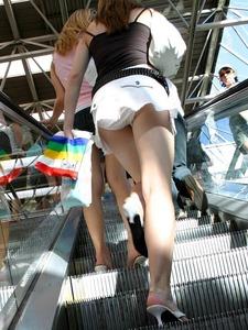誘ってるとしか思えない女の子のエロエロ街撮り画像 part8