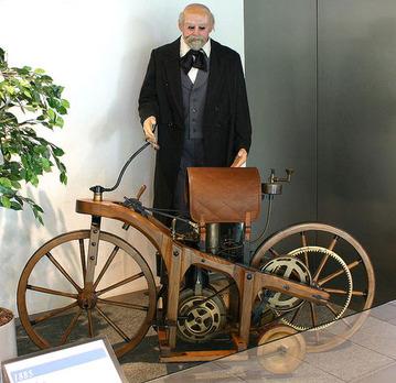 800px-Daimler-1-motorcycle-1