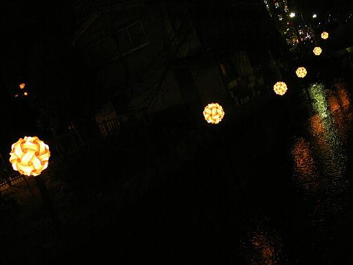 高瀬川の光るボール