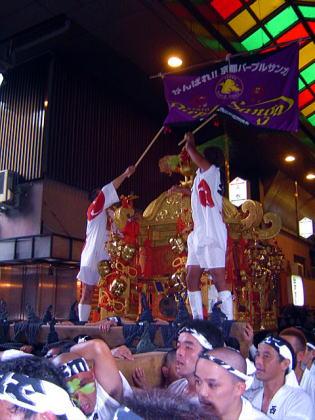 錦市場を通る神輿