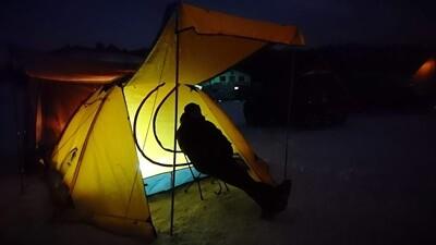雪中キャンプテント