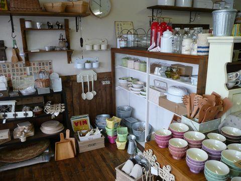 シンプルな食器やナチュラル雑貨も取りそろえています!