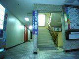 ビル1階エントランス・階段でどうぞ〜