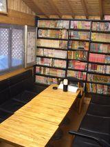 店内6・入口すぐの大きいテーブル席