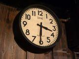 レトロな雰囲気がかわいい掛時計
