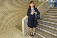 入学式後の大学生の子_01