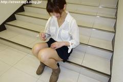 美容師アシスタントの子_03