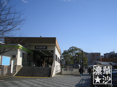駅前の青空風景