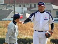 投手へ指導にあたる山田勉コーチ SWBC JAPAN 2010