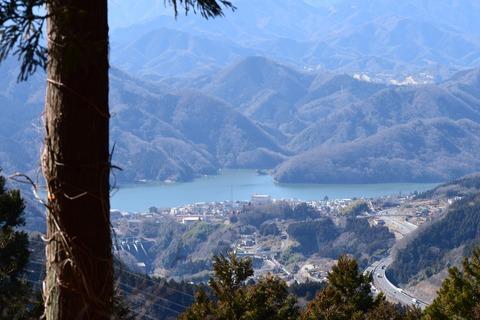 小仏峠から見える 相模湖 ブログ用