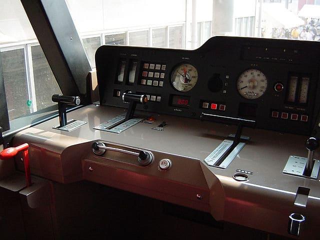 640px-EF210マスターコントロール周辺