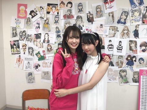 【悲報】NMB三宅ゆりあちゃん、ヲタクと抱擁する写真が流出してしまう