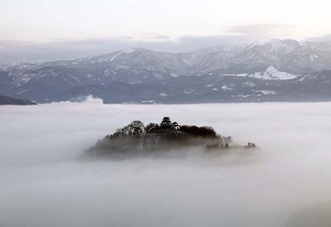 雲海に浮かぶ天空の城「越前大野城」