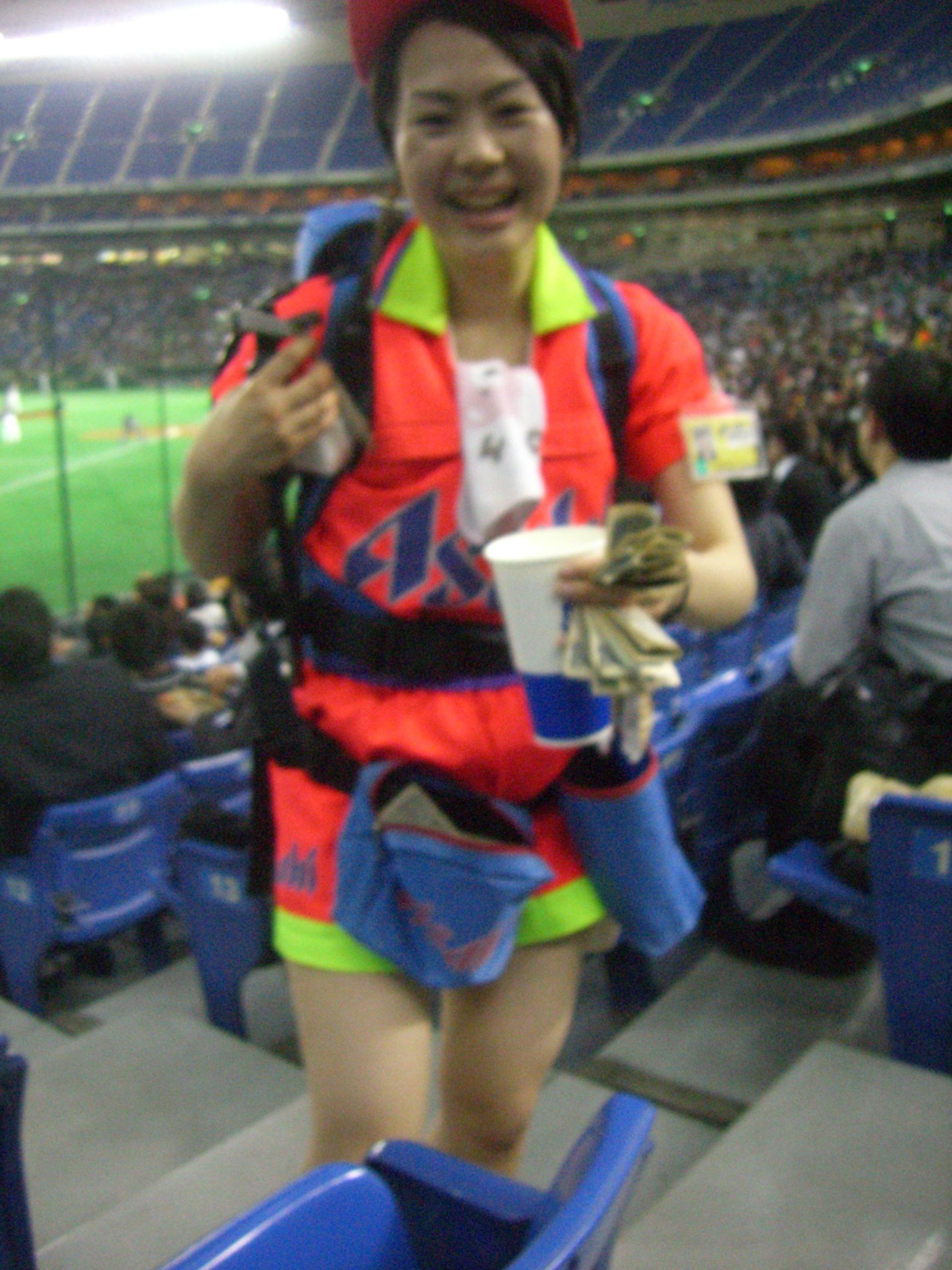 東京ドーム売り子
