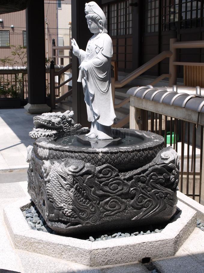 秋月院 龍の水鉢