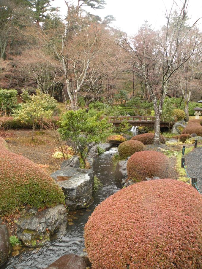 翠楽苑日本庭園石灯篭 福島県白河市滝見灯篭