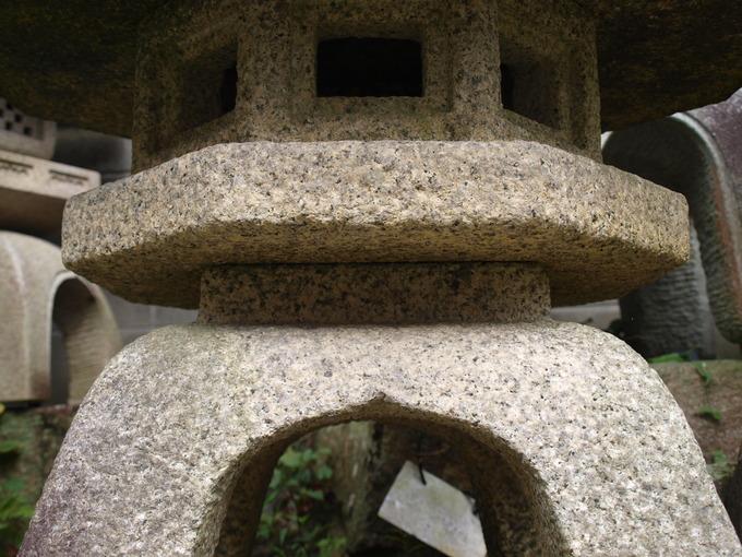 石燈籠の向き泉涌寺(受)2