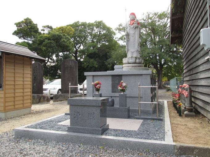 西尾市の養寿寺様にて永代供養塔(合同墓)を施工させていただきました。正面... 永代供養塔(合同