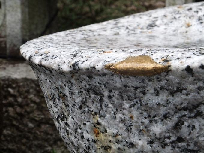 水鉢の縁取り銅粉