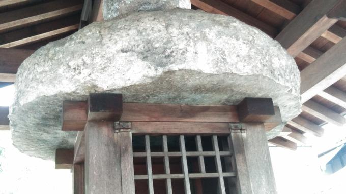 当麻寺石灯篭玉と笠