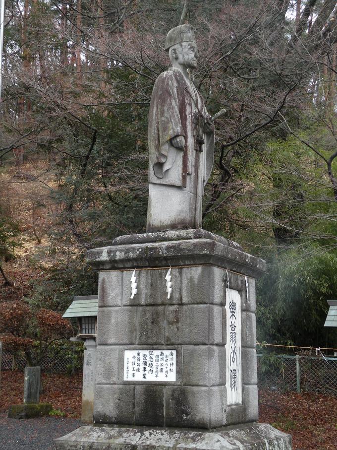 楽翁公石像 南湖神社