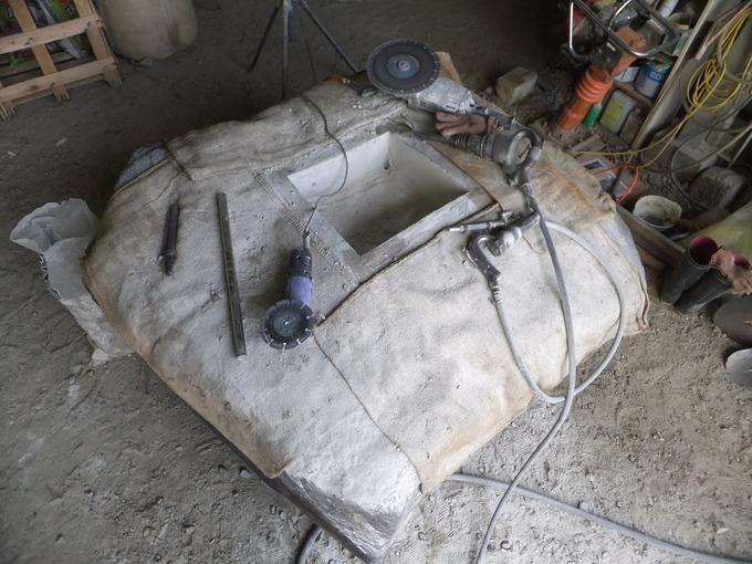 石碑の沓石穴加工