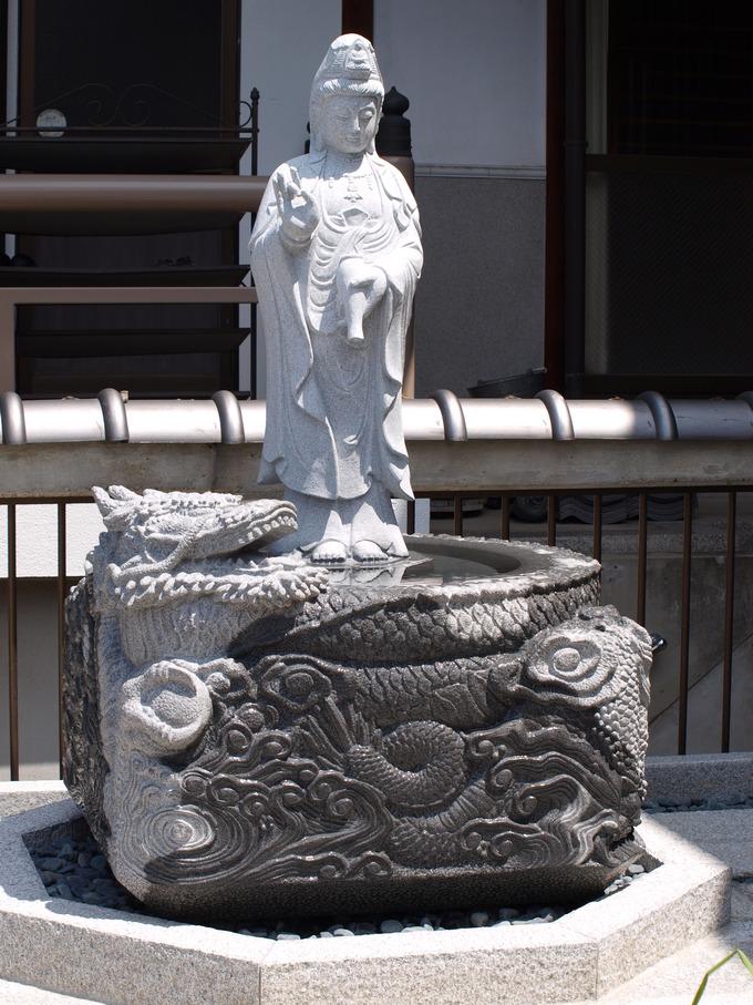 秋月院 龍の水鉢龍上観音