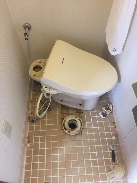 トイレ詰まり 京都府向日市 -トイレのブラシを落とした-