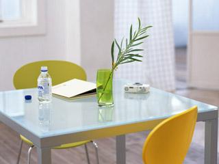 涼しげなテーブル