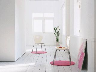 白とピンクの部屋