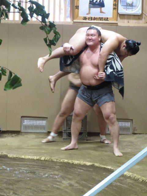 【相撲】白鵬が力士を使ってスクワットする合理的な理由