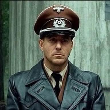 ヒトラー最期の12日間で打線組ん...