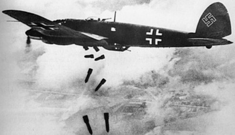 Heinkel_He_111H_dropping_bombs_1940