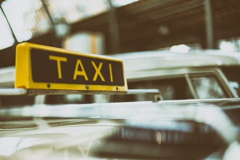定番の「タクシー怪談」。怪談が広まった経緯や真相とは⁉︎